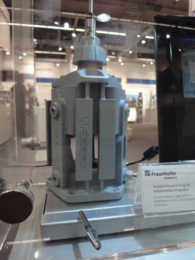 Additive Manufacturing | Fraunhofer | Ausgleichwerkzeug für industrielles Entgraten